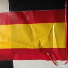 Coleccionismo deportivo: ANTIGUA BANDERA SELECCION ESPAÑOLA FUTBOL ESPAÑA , PLASTICO DECORATIVA MUNDIALES ... . Lote 125032659