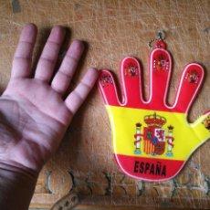 Coleccionismo deportivo: 1 MANO ANTIGUA BANDERA SELECCION ESPAÑOLA FUTBOL ESPAÑA , PLASTICO DURO DECORATIVA MUNDIALES ... . Lote 125033247