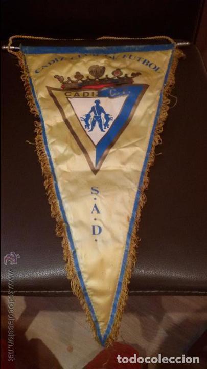 ANTIGUO BANDERIN DEL CADIZ CLUB DE FUTBOL - MEDIDA 29X45CM (Coleccionismo Deportivo - Banderas y Banderines de Fútbol)