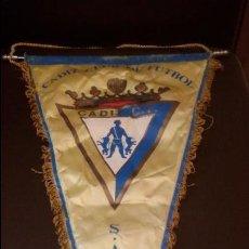 Coleccionismo deportivo: ANTIGUO BANDERIN DEL CADIZ CLUB DE FUTBOL - MEDIDA 29X45CM. Lote 126592823