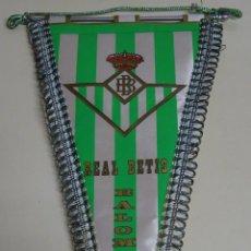 Coleccionismo deportivo: BANDERÍN FÚTBOL. AÑOS 70. REAL BETIS BALOMPIÉ. 39 X 21 CM.. Lote 128383883