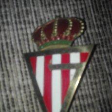 Coleccionismo deportivo: PLACA ESMALTADA PARA COCHE FUTBOL GIJON AÑOS 60. Lote 128480566