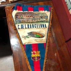Coleccionismo deportivo: BANDERIN CLUB DE FUTBOL BARCELONA AÑO 1972 - MEDIDA 55X30 CM. Lote 129475843
