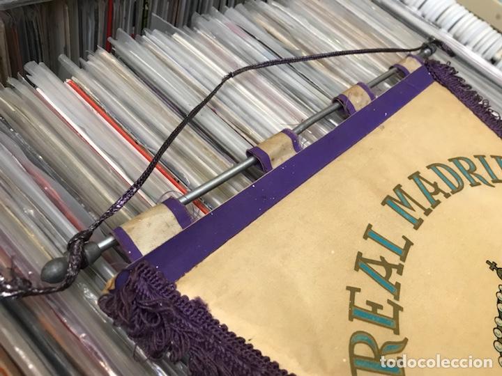 Coleccionismo deportivo: Lote de 2 banderines del real madrid club de futbol - Foto 2 - 130234471