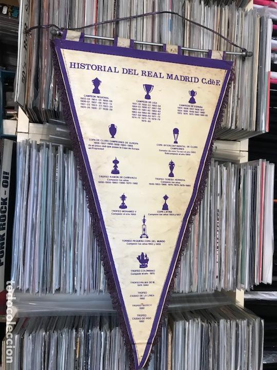 Coleccionismo deportivo: Lote de 2 banderines del real madrid club de futbol - Foto 3 - 130234471