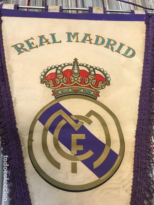 Coleccionismo deportivo: Lote de 2 banderines del real madrid club de futbol - Foto 4 - 130234471