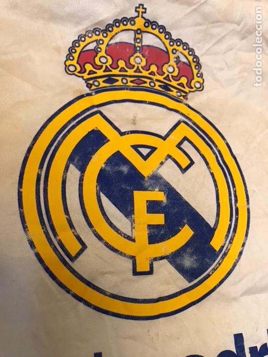 Coleccionismo deportivo: Lote de 2 banderines del real madrid club de futbol - Foto 6 - 130234471