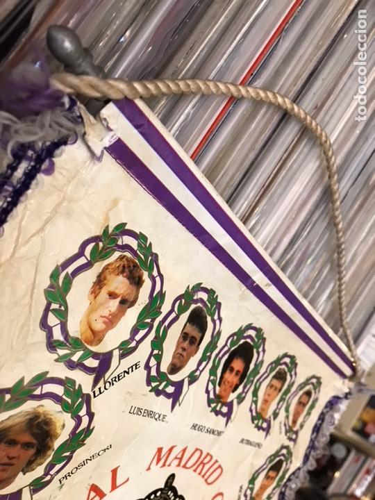 Coleccionismo deportivo: Banderín real madrid club de futbol hugo sanchez luis enrrique butragueño - Foto 4 - 130234720