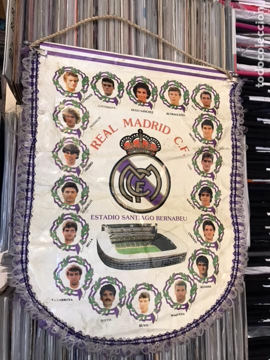 Coleccionismo deportivo: Banderín real madrid club de futbol hugo sanchez luis enrrique butragueño - Foto 5 - 130234720
