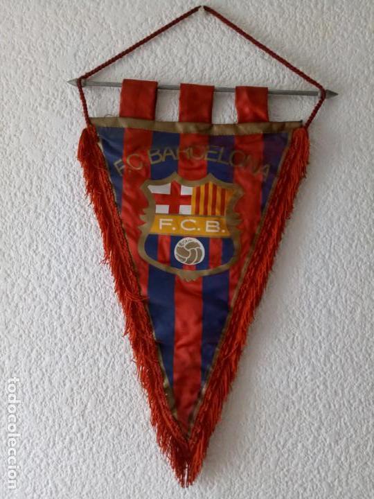 BANDERIN CF BARCELONA - IMPRESO EN BOLGRAPH DE BARCELONA - 47 X 31 CMS (Coleccionismo Deportivo - Banderas y Banderines de Fútbol)