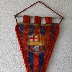 Coleccionismo deportivo: BANDERIN CF BARCELONA - IMPRESO EN BOLGRAPH DE BARCELONA - 47 X 31 CMS. Lote 130658013