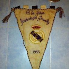 Coleccionismo deportivo: SEDA BORDADA QNTIGUO BANDERIN REAL MADRID 1955 PEÑA MADRIDISTA PENALTY MEDIDA 52X30. Lote 131195453