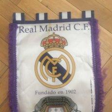 Coleccionismo deportivo: ANTIGUO BANDERIN FUTBOL REAL MADRID ESTADIO SANTIAGO BERNABEU. Lote 131260359