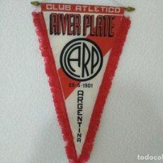 Coleccionismo deportivo: BANDERIN FUTBOL CLUB ATLETICO RIVER PLATE ARGENTINA CON FECHA DE SU FUNDACION. Lote 152426938
