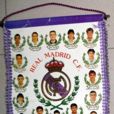 Coleccionismo deportivo: BANDERIN ANTIGUO FÚTBOL LIGA 94/95 REAL MADRID - FIRMADO POR ALFONSO MILLA BUYO - BUTRAGUEÑO . Lote 133769582