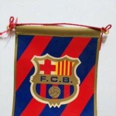 Coleccionismo deportivo: BANDERIN CON ESCUDO DE F.C.B. BARÇA BARCELONA. Lote 135064654