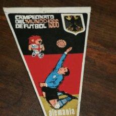 Coleccionismo deportivo: BANDERIN - CAMPEONATO MUNDO FUTBOL - SELECCION ALEMANIA - TELA - PUBLICIDAD GIOR - AÑO 1966. Lote 135139514
