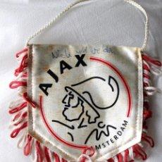 Coleccionismo deportivo: BANDERIN DEL AJAX-AMSTERDAM-CON AUTOGRAFO DE NICK VAN DER VELDEN-AÑO 2001. Lote 135211946