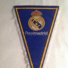 Coleccionismo deportivo: REAL MADRID CF: ANTIGUO BANDERÍN REAL MADRID CLUB FÚTBOL. Lote 135802566