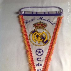 Coleccionismo deportivo: REAL MADRID CF: ANTIGUO BANDERÍN REAL MADRID CLUB FÚTBOL C. DE F.. Lote 135802986