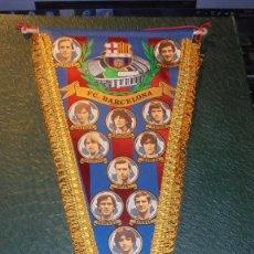 Coleccionismo deportivo: ANTIGUO BANDERIN F.C. BARCELONA - TEMPORADA 1982-83 - PERFECTO ESTADO , MARADONA , SCHUSTER , QUINI . Lote 156807396