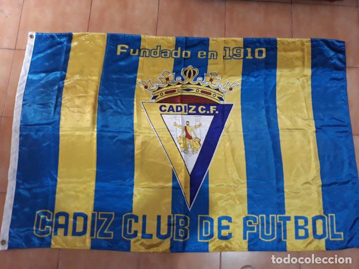 BANDERA CÁDIZ CLUB DE FUTBOL- FUNDADO EN 1910 (Coleccionismo Deportivo - Banderas y Banderines de Fútbol)