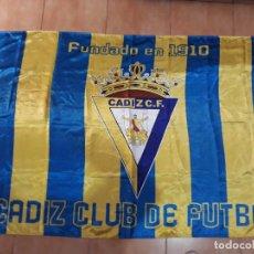 Coleccionismo deportivo: BANDERA CÁDIZ CLUB DE FUTBOL- FUNDADO EN 1910. Lote 139814478