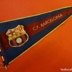 Coleccionismo deportivo: CF BARCELONA. BANDERÍN ORIGINAL AÑOS 1960. 37 CTMS. DE LONGITUD. Lote 139955542