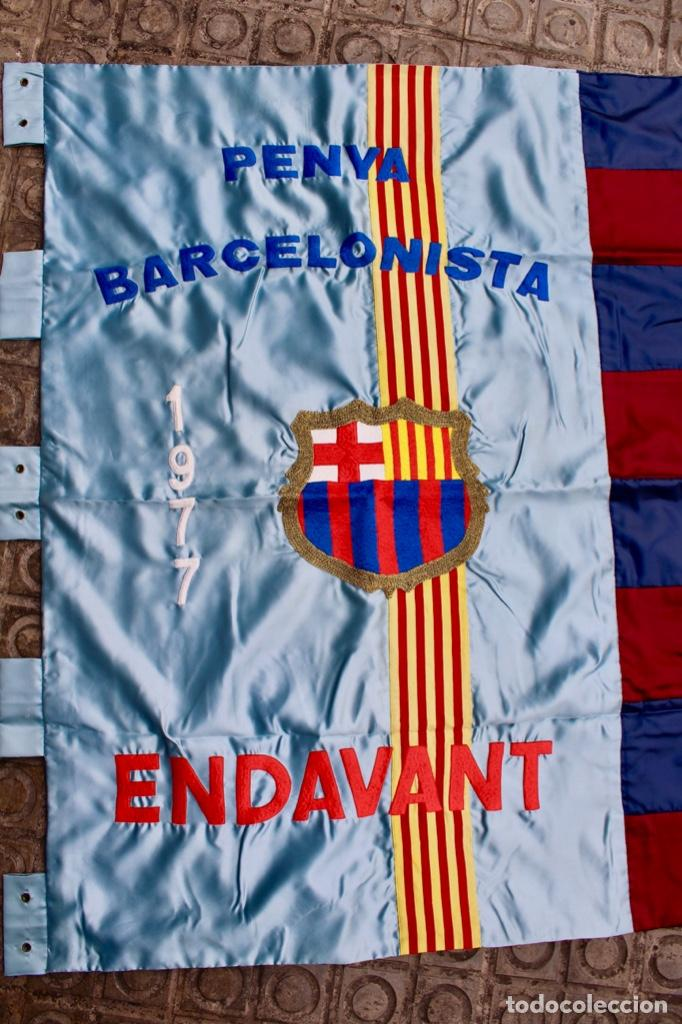 Coleccionismo deportivo: F.C.B BANDERA BORDADA EN SATEN.PENYA BARCELONISTA ENDAVANT. AÑO 1977 - Foto 2 - 139964530