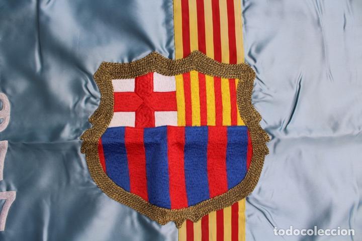 Coleccionismo deportivo: F.C.B BANDERA BORDADA EN SATEN.PENYA BARCELONISTA ENDAVANT. AÑO 1977 - Foto 3 - 139964530