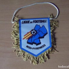 Coleccionismo deportivo: BANDERINES-LIGUE DE FOOTBALL-MIDI-PYRENEES-10CM. Lote 140017606