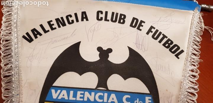 Coleccionismo deportivo: Banderin Valencia club de futbol.firmado - Foto 2 - 141196877