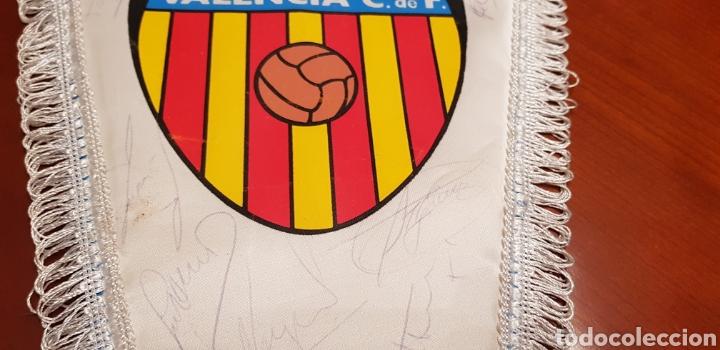 Coleccionismo deportivo: Banderin Valencia club de futbol.firmado - Foto 3 - 141196877