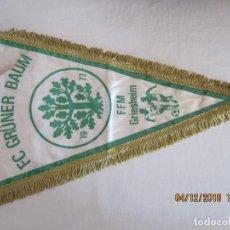 Coleccionismo deportivo: ANTIGUO BANDERIN DE FUTBOL FC GRUNER BAUM FFM GRIESHEIN 1977. Lote 142611166