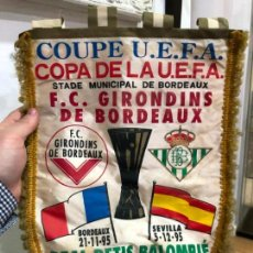 Coleccionismo deportivo: BANDERIN COPA UEFA AÑO 1995 - GIRONDINS Y REAL BETIS - MEDIDA 39X28 CM. Lote 143821058