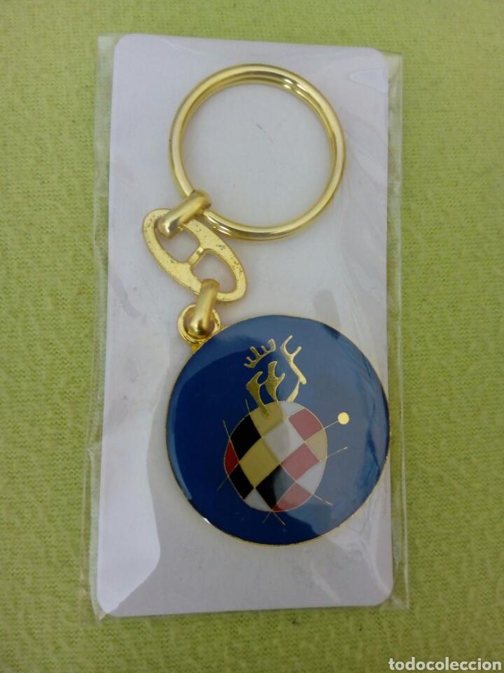 Coleccionismo deportivo: Banderín 11x11cm, llavero y pin Real Federación Española de Fútbol - Foto 4 - 143889529