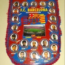 Coleccionismo deportivo: BANDERÍN DEL FÚTBOL CLUB BARCELONA. TEMPORADA LIGA 1996 1997. RONALDO, GUARDIOLA, FIGO. 45 CM. Lote 144516710