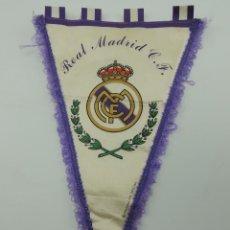 Coleccionismo deportivo: BANDERIN DE REAL MADRID CLUB DE FUTBOL PRODUCTO OFICIAL. Lote 146234522