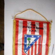 Coleccionismo deportivo: BANDERIN DEL CLUB ATLETICO DE MADRID S.A.D. V MEDIDA 34 X 42. Lote 146278398