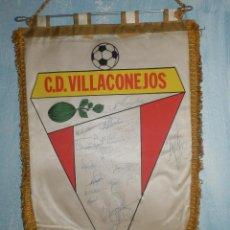 Coleccionismo deportivo: BANDERIN FUTBOL - C.D. VILLACONEJOS - CLUB DEPORTIVO - FIRMADO POR JUGADORES . Lote 147661910