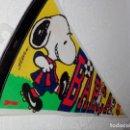 Coleccionismo deportivo: BANDERÍN F.C. BARCELONA (BARÇA) DIARIO SPORT 1998 SNOOPY (60X22 CM). Lote 149407366