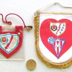 Coleccionismo deportivo: 2 BANDERIN PENNANT WIMPEL AD RAYO VALLECANO MADRID, ANTIGUOS 1 HOMENAJE L / 16. Lote 150234834
