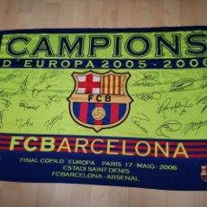 Coleccionismo deportivo: EXCELENTE BANDERA FIRMADA F. C BARCELONA 146X98CM CAMPEÓN EUROPA 2005-2006. Lote 150928574