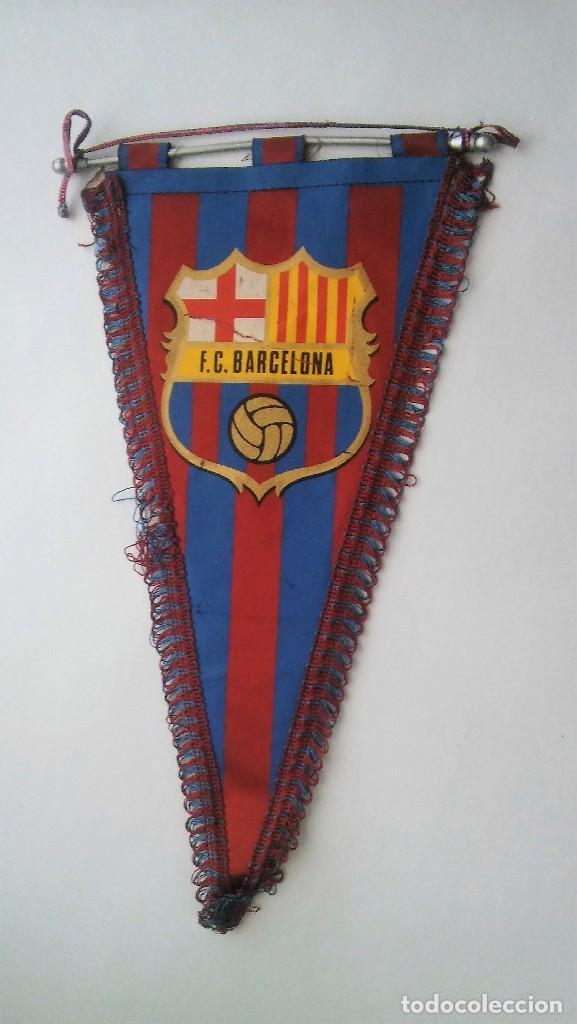 Coleccionismo deportivo: Banderín con ribete del Barça F C B (Futbol Club Barcelona), con varilla de aluminio, antiguo - Foto 5 - 116155307