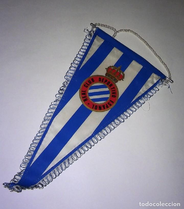 Coleccionismo deportivo: Banderín con ribete del Real Club deportivo español, con varilla de aluminio, antiguo - Foto 5 - 116387235