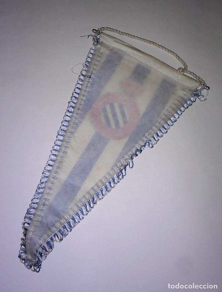 Coleccionismo deportivo: Banderín con ribete del Real Club deportivo español, con varilla de aluminio, antiguo - Foto 2 - 116387235