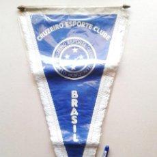 Coleccionismo deportivo: BANDERIN GRANDE CRUZEIRO ESPORTE CLUBE BELO HORIZONTE BRASIL NUEVO 42 X 25 PENNANT WIMPEL GALLARDETE. Lote 152752490
