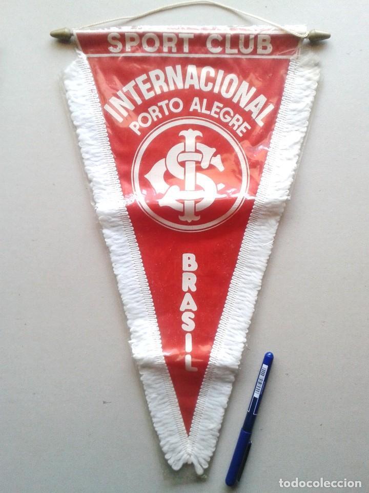 BANDERIN GRANDE SC INTERNACIONAL DE PORTO ALEGRE BRASIL NUEVO 42 X 25 PENNANT WIMPEL GALLARDETE NEW (Coleccionismo Deportivo - Banderas y Banderines de Fútbol)