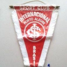 Coleccionismo deportivo: BANDERIN GRANDE SC INTERNACIONAL DE PORTO ALEGRE BRASIL NUEVO 42 X 25 PENNANT WIMPEL GALLARDETE NEW. Lote 152752818