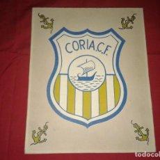 Coleccionismo deportivo: ANTIGUO ESCUDO DEL CORIA F.C. SOBRE MADERA , 30 X 24 CM. Lote 153930034
